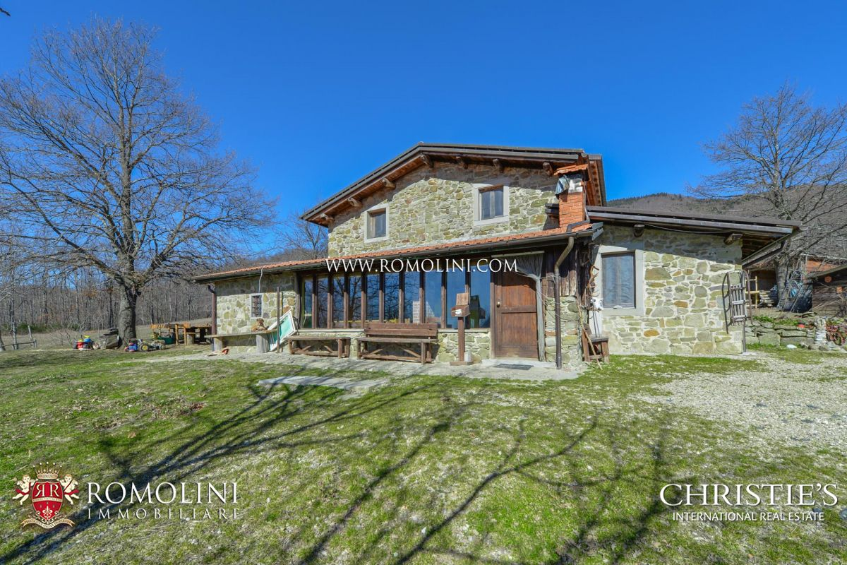 MOUNTAIN PROPERTY FOR SALE IN TUSCANY | Romolini - Christie's