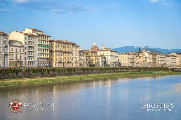 4-BEDROOM LUXURY APARTMENT FOR SALE IN FLORENCE, LUNGARNO