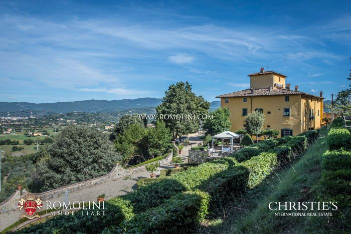 LUXURY VILLA FOR SALE IN TUSCANY
