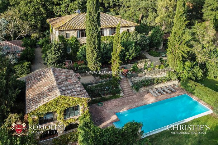 JEFFREY SMART'S RESTORED TUSCAN ESTATE FOR SALE