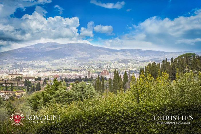 LUXURY VILLA FOR SALE IN FLORENCE, PIAN DEI GIULLARI