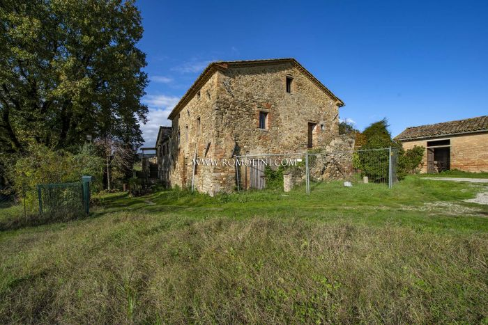 SECTION OF A FARMHOUSE TO BE RESTORED FOR SALE IN UMBRIA