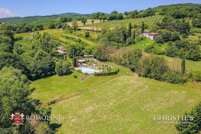 VILLA WITH PANORAMIC VIEW FOR SALE IN UMBRIA, CITTÀ DI CASTELLO