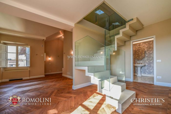 APARTMENT WITH BALCONY FOR SALE IN THE HISTORIC CENTER OF FLORENCE