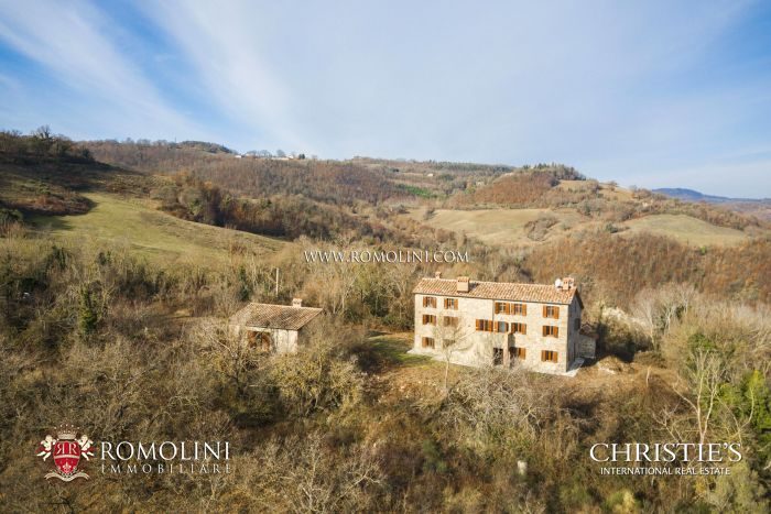 COUNTRY HOUSE WITH PANORAMIC VIEW FOR SALE IN GUBBIO, UMBRIA