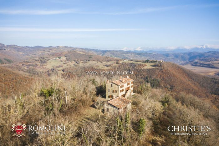 COUNTRY HOUSE WITH PANORAMIC VIEW FOR SALE IN GUBBIO