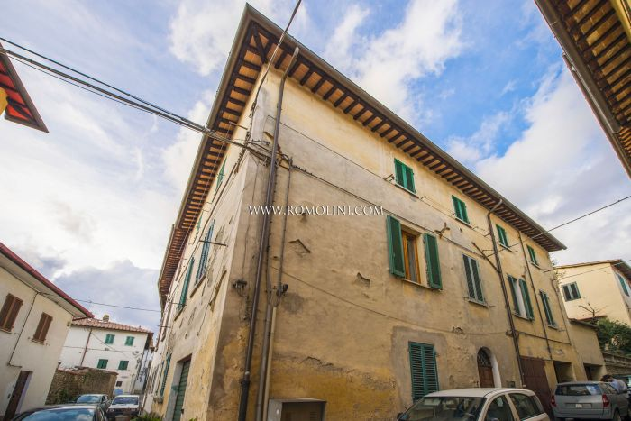 2-BEDROOM APARTMENT FOR SALE HISTORIC CENTER SANSEPOLCRO TUSCANY