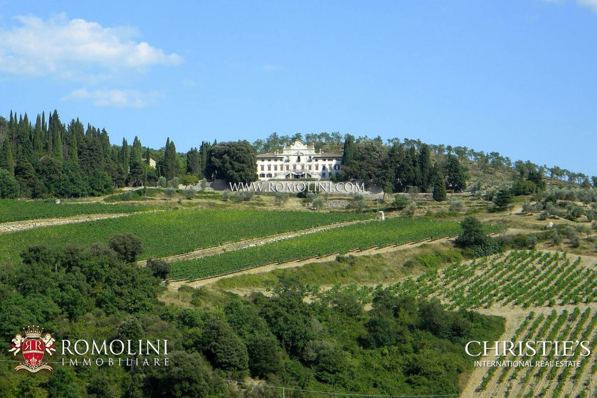 WINE ESTATE WITH LUXURY VILLA IN TUSCANY IN THE HEART OF CHIANTI