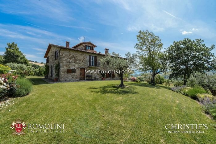 COUNTRY HOUSE WITH PANORAMIC VIEW FOR SALE IN UMBRIA, ITALY