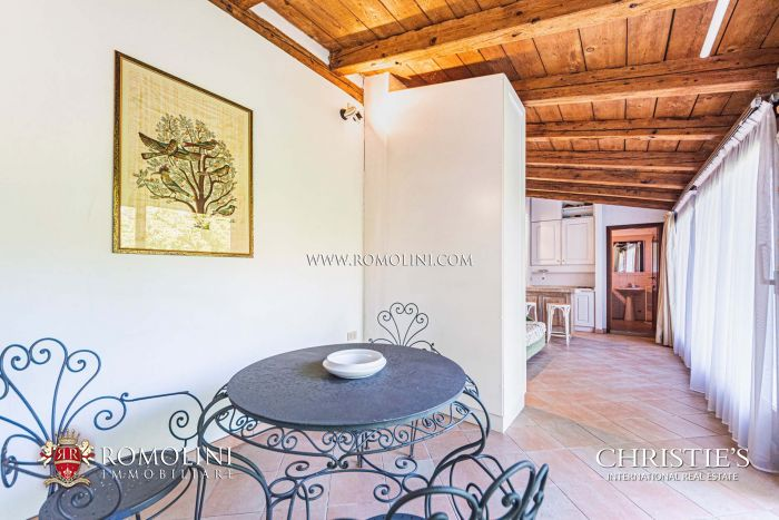 APARTMENT WITH GARDEN AND GUESTHOUSE FOR SALE ON THE ISLE OF GIUDECCA, VENICE