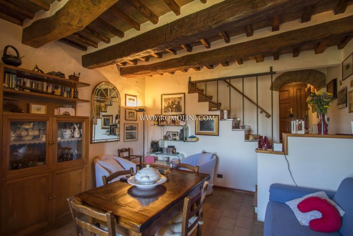 TOWNHOUSE WITH TERRACE FOR SALE IN THE HISTORIC CENTER OF ANGHIARI, TUSCANY