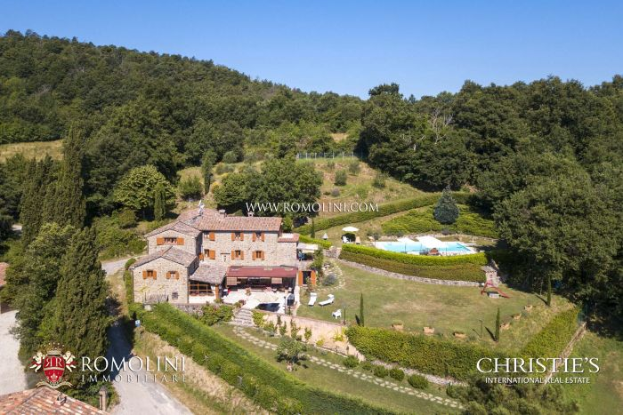 RESTORED FARMHOUSE WITH GARDEN FOR SALE IN UMBRIA, CITTÀ DI CASTELLO