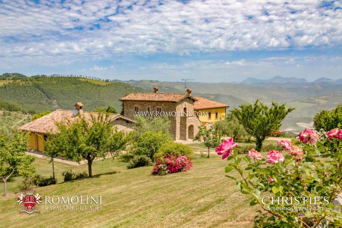 10-BEDROOM AGRITURISMO FOR SALE IN UMBRIA
