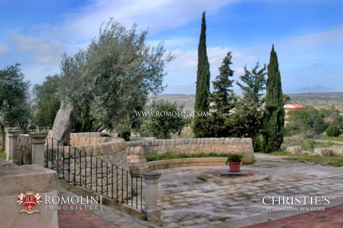 LUXURY VILLA FOR SALE SYRACUSE SICILY