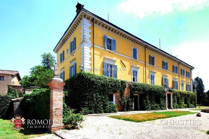 Historical Villa Noble building for sale in Perugia