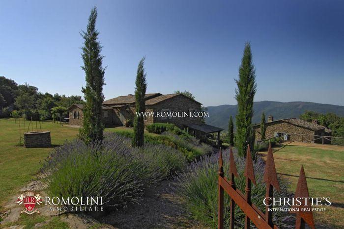 LUXURY VILLA FOR SALE WITH ANNEXES CORTONA TUSCANY