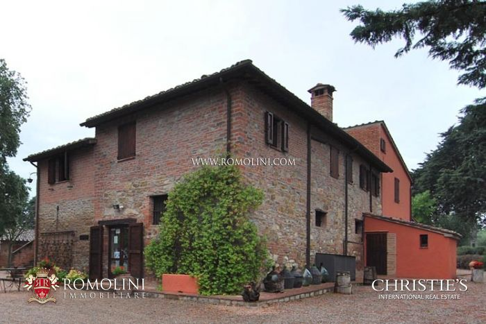 COUNTRY HOUSE FOR SALE TRASIMENO LAKE