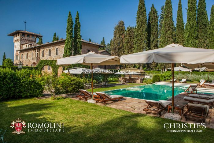 PERIOD VILLA FOR SALE IN SAN GIMIGNANO, TUSCANY