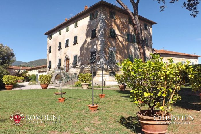 PRESTIGIOUS ESTATE WITH MANOR HOUSE FOR SALE IN TUSCANY, ITALY