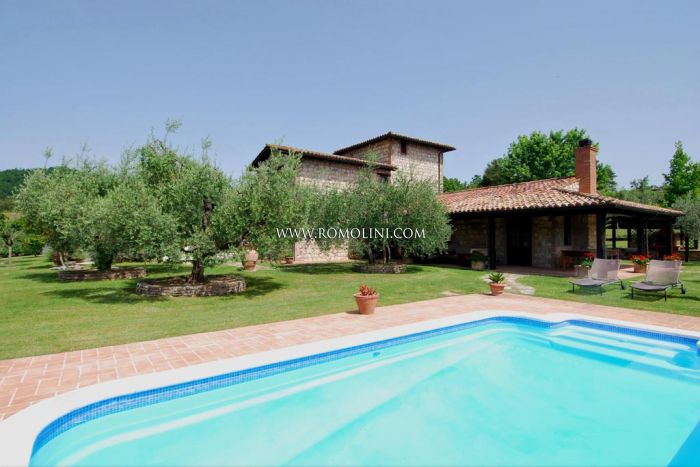 VILLA FOR SALE WITH POOL AND OLIVE GROVE IN UMBRIA