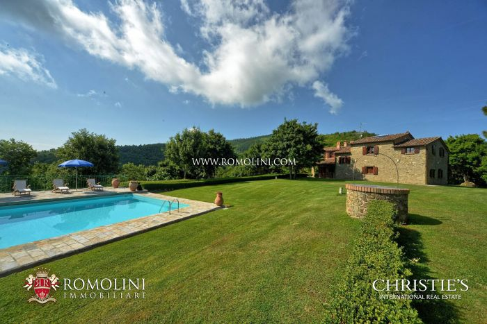 FARMHOUSE WITH POOL FOR SALE IN MONTERCHI, TUSCANY