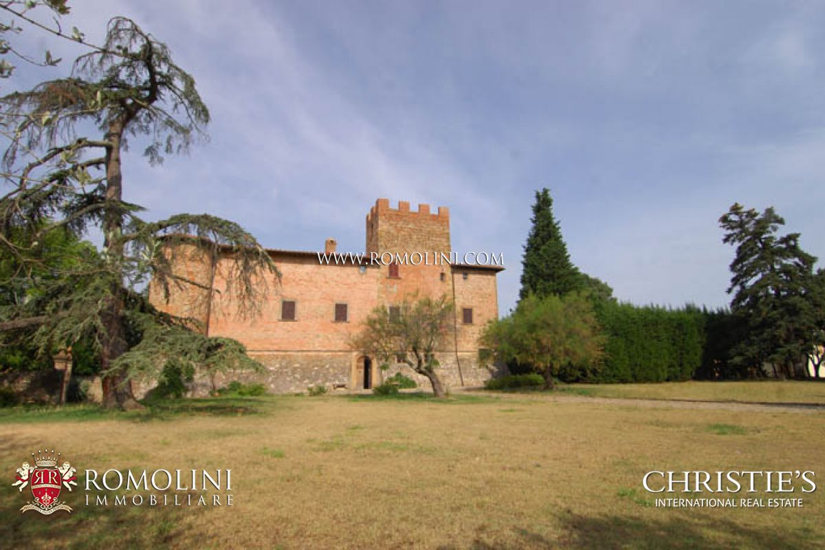 CASTLE FOR SALE IN TUSCANY.  FLORENCE - SIENA.