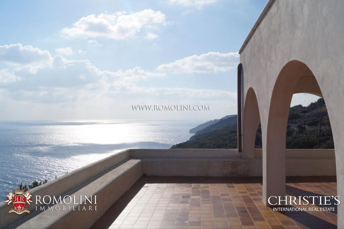 SEAFRONT VILLA FOR SALE IN PUGLIA - Italian Real Estate for sale in Apulia, Italy