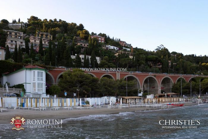 VILLA ALASSIO: BEACHFRONT VILLA FOR SALE IN ALASSIO, LIGURIA - Coastal property for sale in Italy