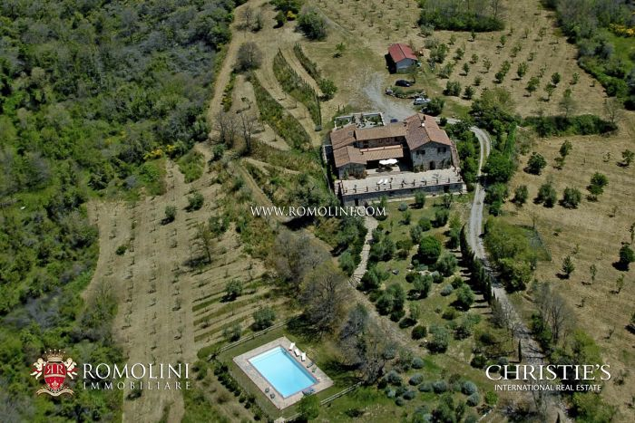 88-HECTARE ESTATE WITH STONE FARMHOUSE FOR SALE IN UMBRIA, Città della Pieve