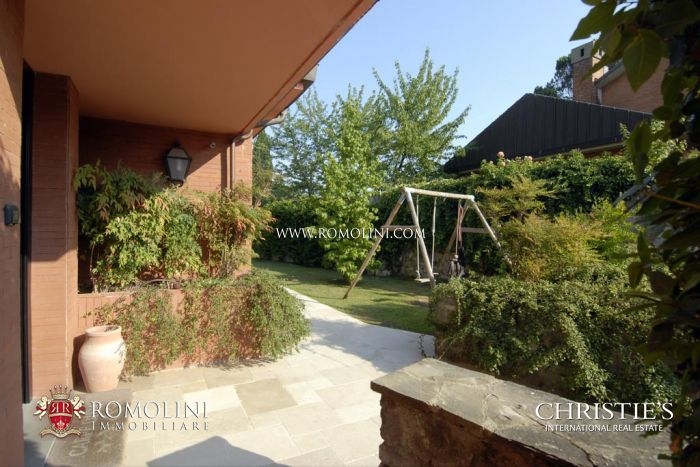 VILLA IN FLORENCE: Villa with garden for sale in Florence, Italy