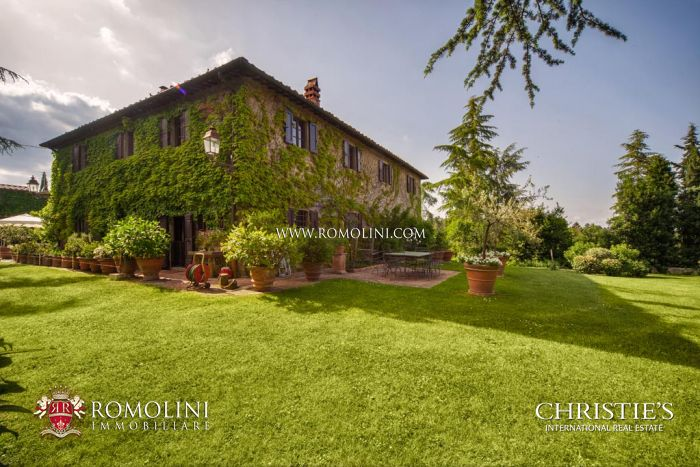 ESTATE, FARMHOUSES, 26 HECTARES OF LAND FOR SALE, Valdarno, Tuscany
