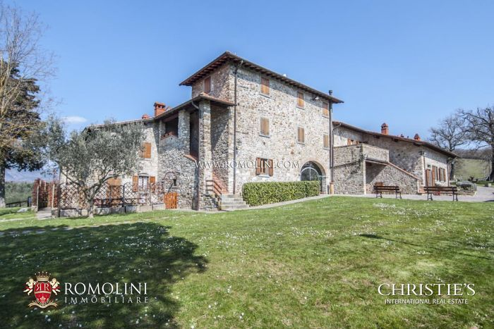 220-hectare ORGANIC FARM, COUNTRY HOUSE FOR SALE, Casentino, Tuscany