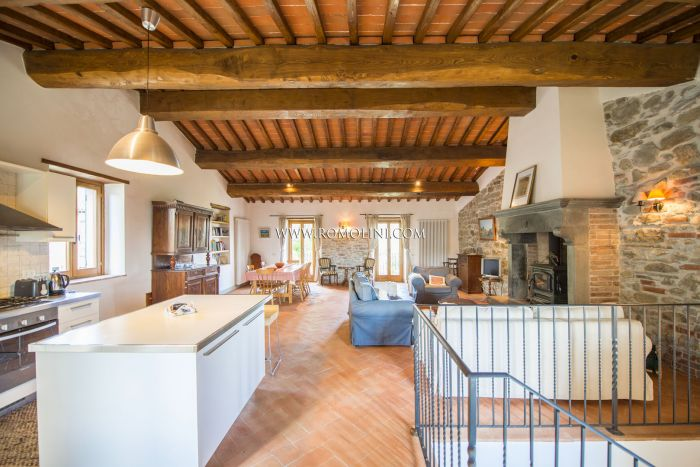 SECTION OF FARMHOUSE FOR SALE IN TUSCANY